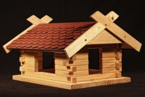vogelhaus selber bauen in wenigen schritten zum fertigen vogelfutterhaus. Black Bedroom Furniture Sets. Home Design Ideas