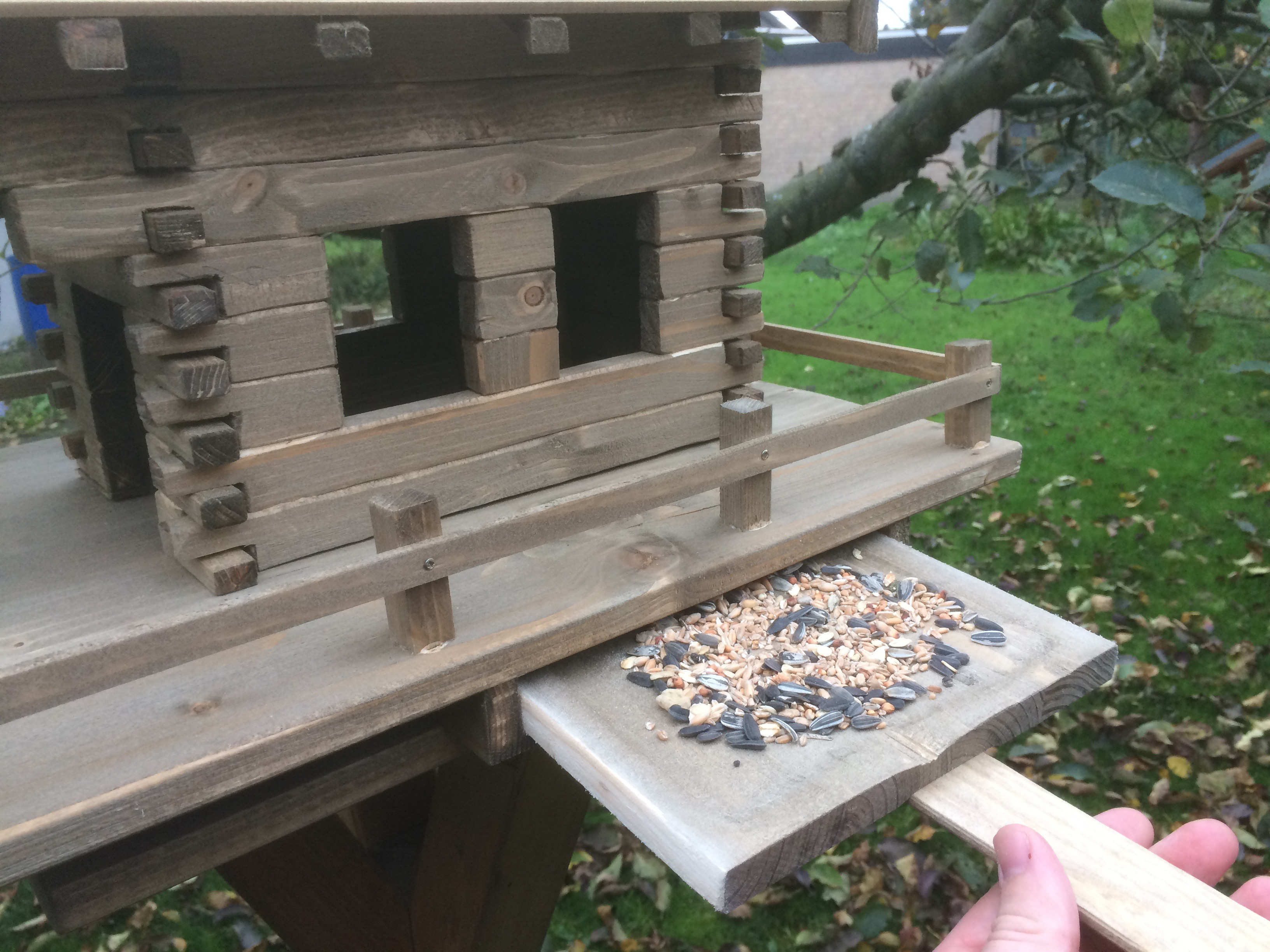 vogelfutterhaus selber bauen anleitung kostenlos swalif. Black Bedroom Furniture Sets. Home Design Ideas